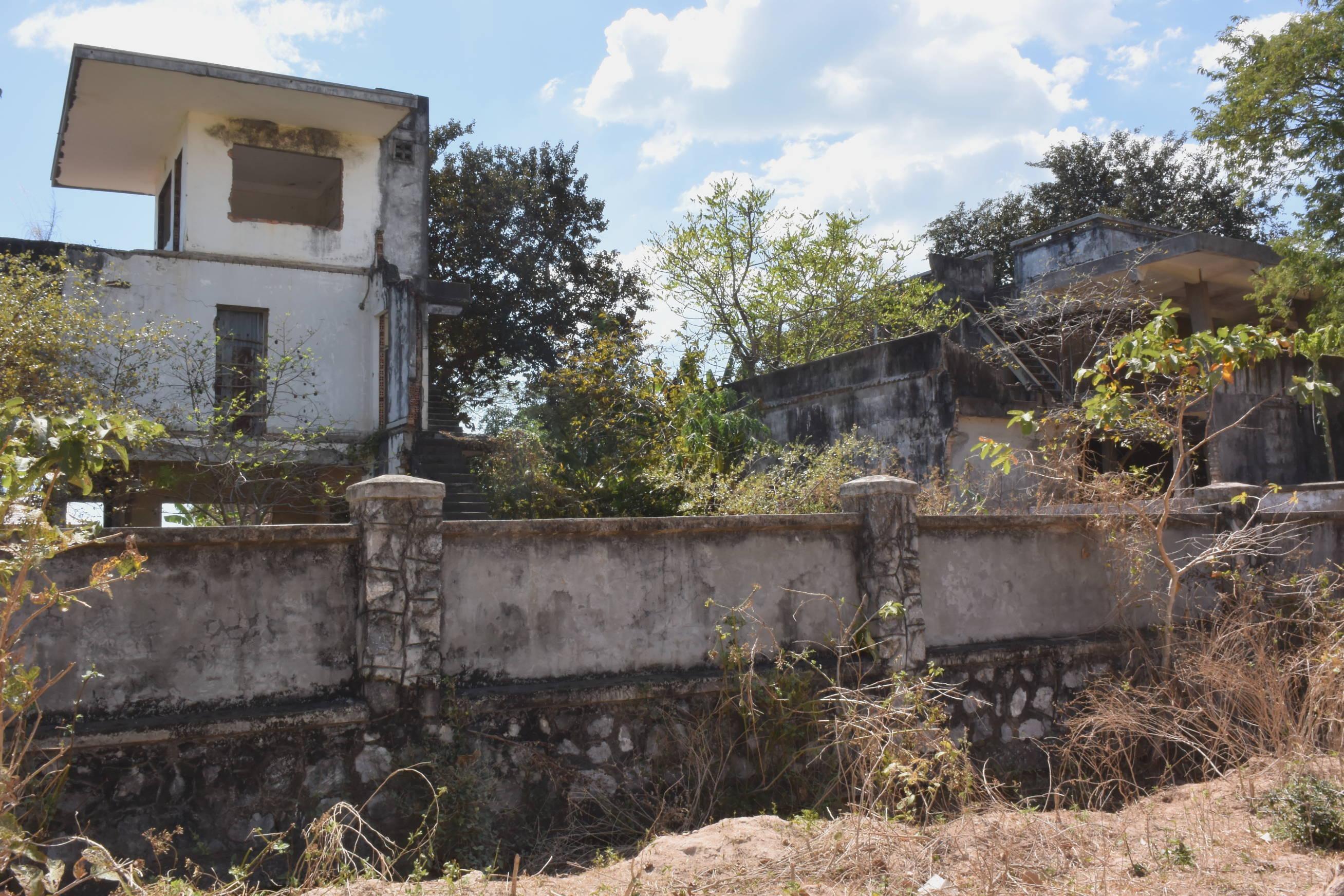 Maisons coloniales délabrées à Kep au Cambodge 1