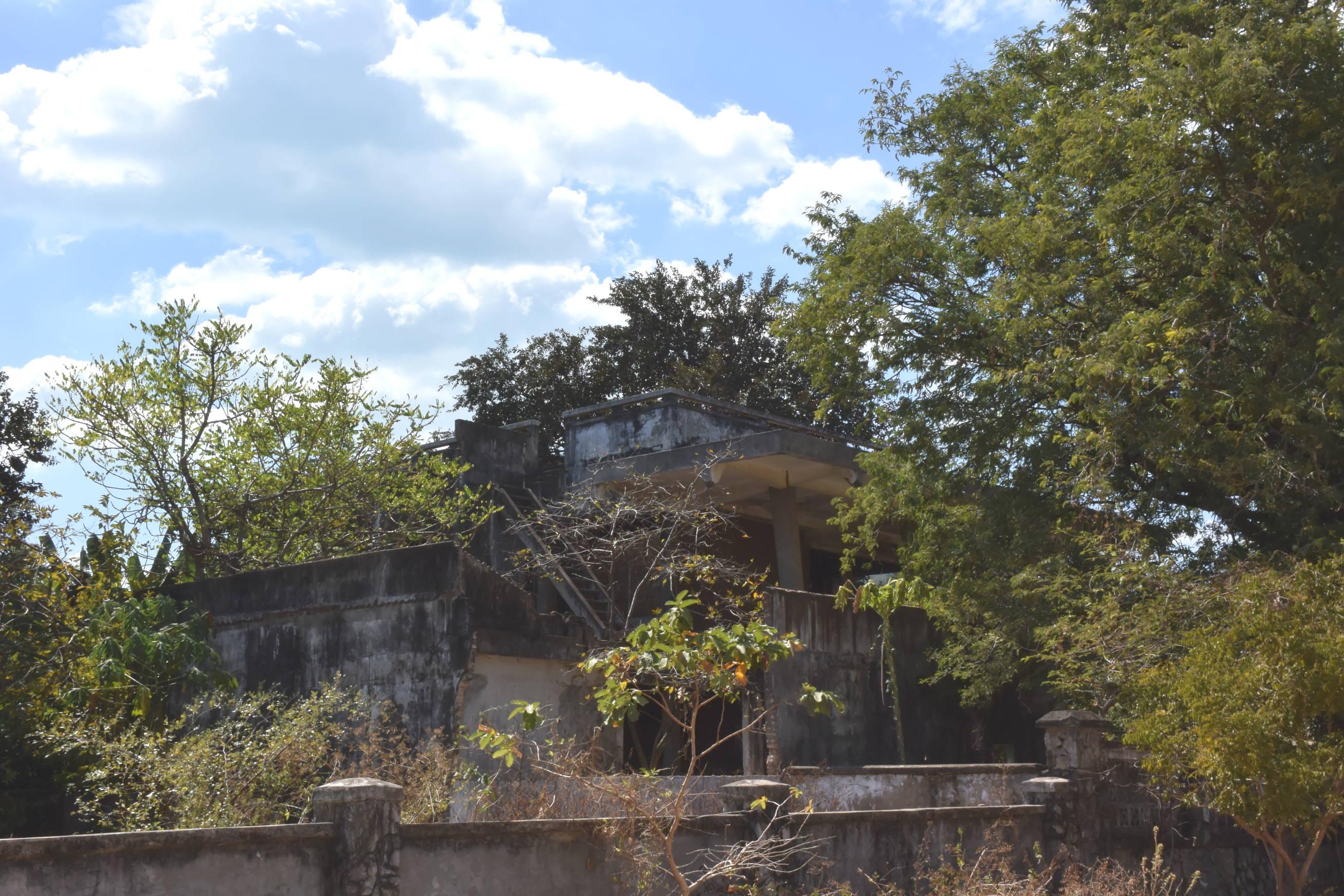 Maisons coloniales délabrées à Kep au Cambodge 2