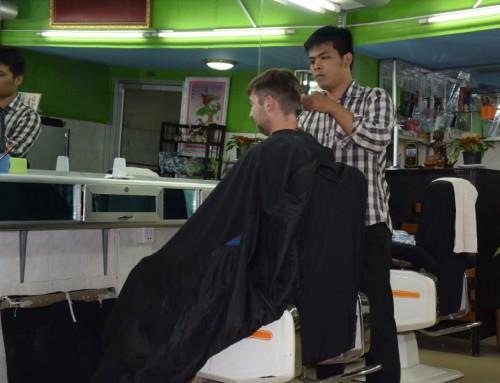 Julien a testé pour vous… le coiffeur au Cambodge