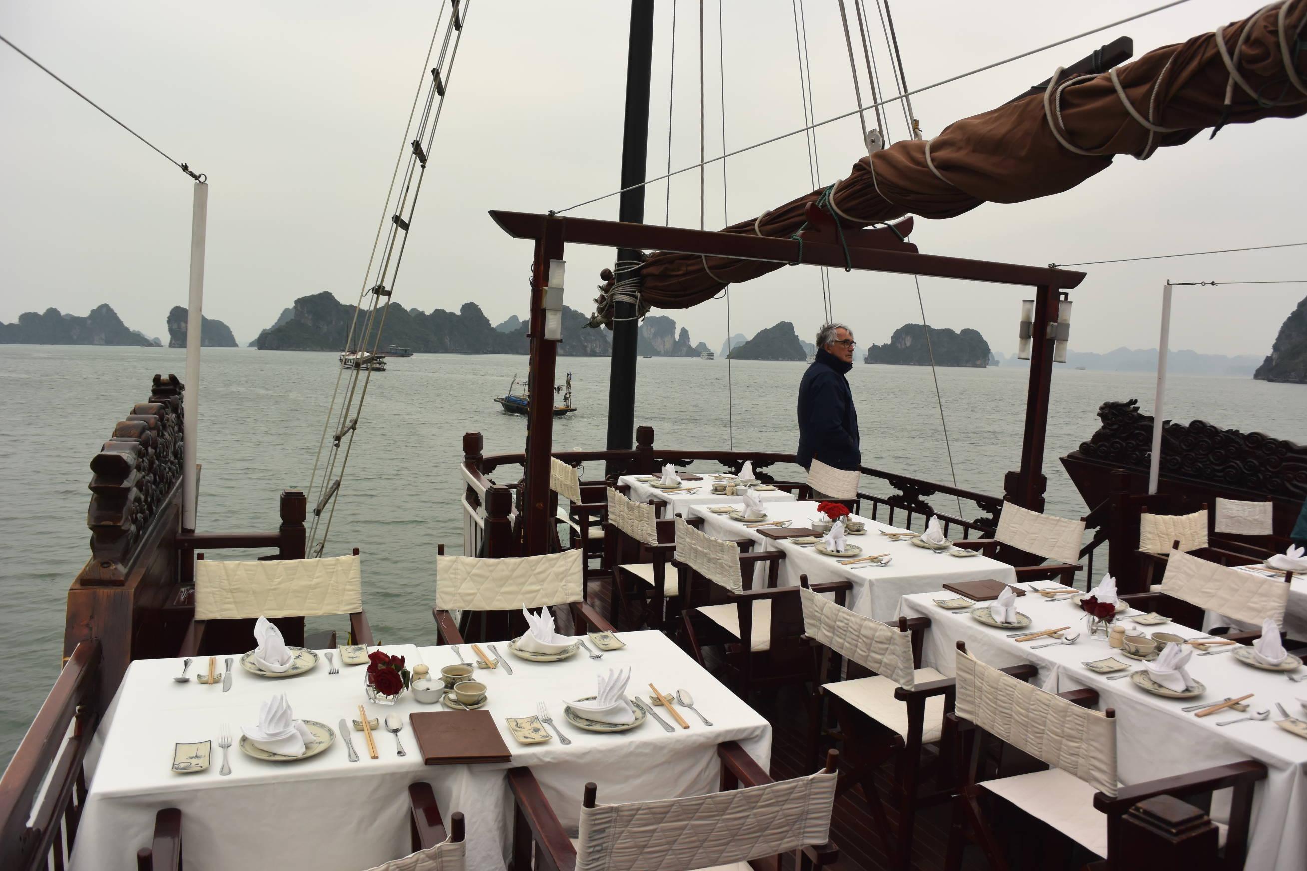 Déjeuner croisière baie d'Halong 1